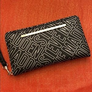 STEVE MADDEN wallet/wristlet clutch